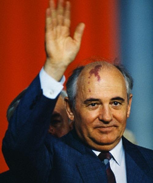 Горбачев заявляет о возможности восстановить СССР