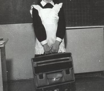 3b66e6a7b42d Советский школьный портфель 70-х годов; Ученица начала 80-х годов с советским  школьным портфелем